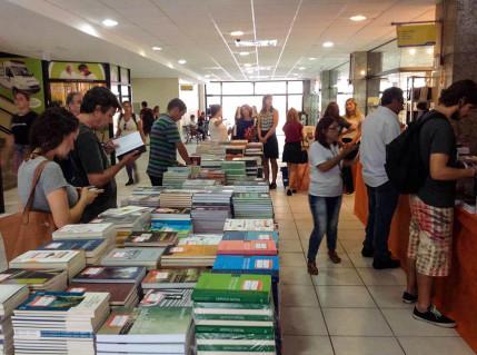 Feira do Livro da UFSC encerra no p´roximo dia sete de abril